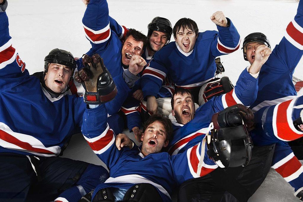 Joueurs de hockey heureux